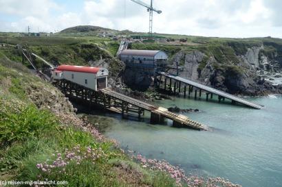 Coastal Path nach St Justinian Bay Life Boat Station
